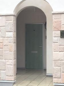 hana棟のドア。